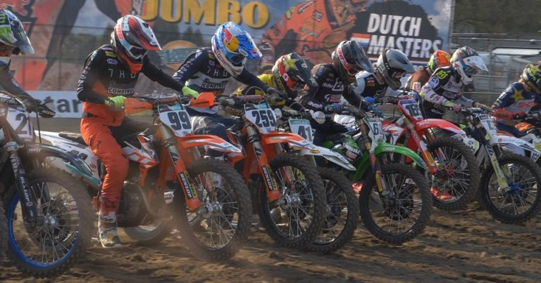 Actie in Axel tijdens Dutch Masters of Motocross