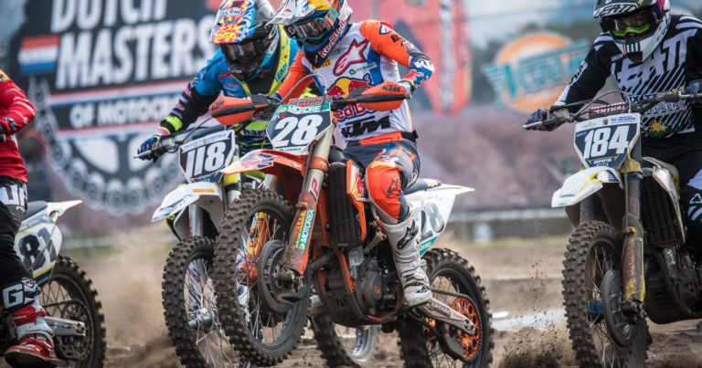 Hectiek en spektakel tijdens Dutch Masters of Motocross in Oss